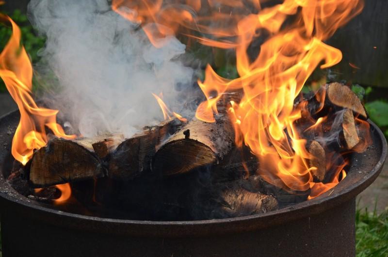 Сжигание мусора в бочке по правилам 2021